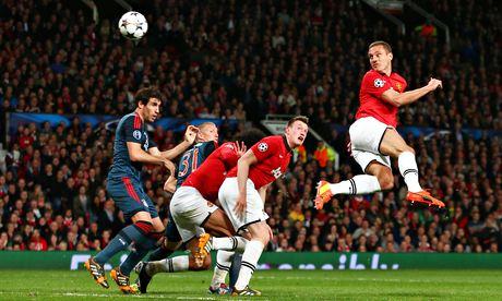 Nemanja Vidic Rises To Put United Ahead 1-0