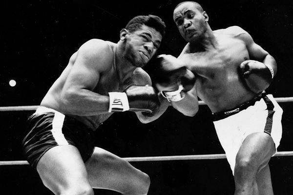 Sonny Liston destroys Floyd Patterson