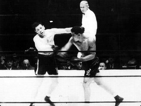 Joe Louis against Bob Pastor