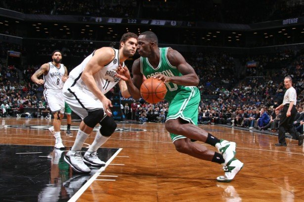 Brook Lopez covering Brandon Bass