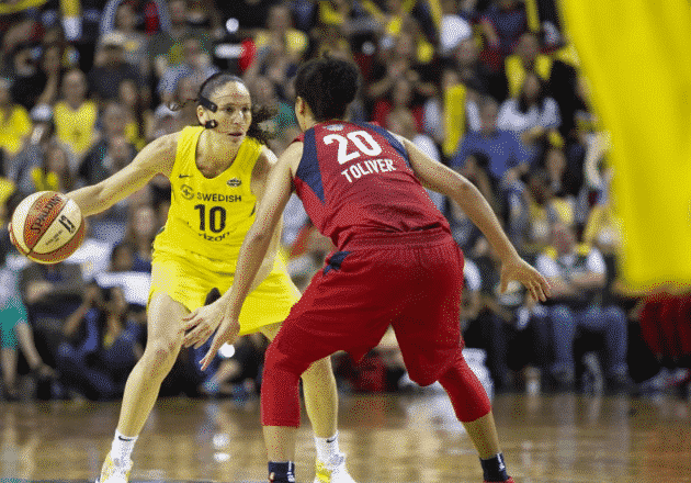 Kristi Toliver guarding Sue Bird during Game 3 of the WNBA Finals