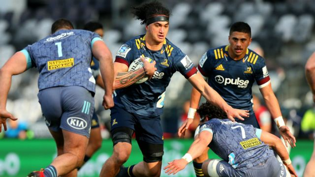 Highlanders Player Running with ball - Super Rugby Aotearoa final