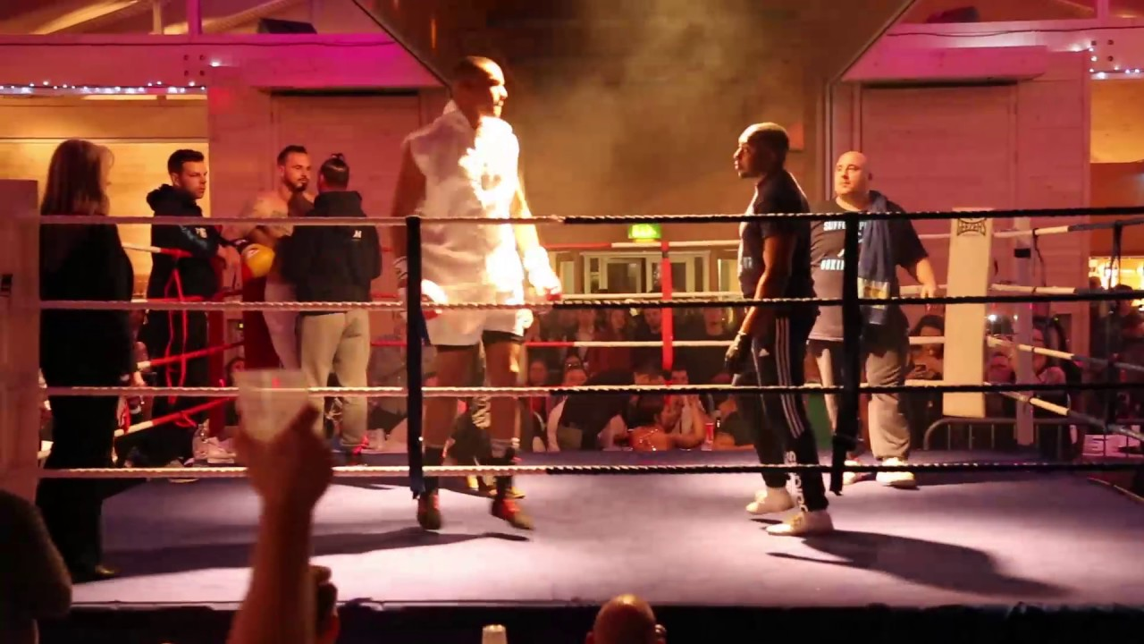Fabio Wardley Boxes On A White Collar Event 2016