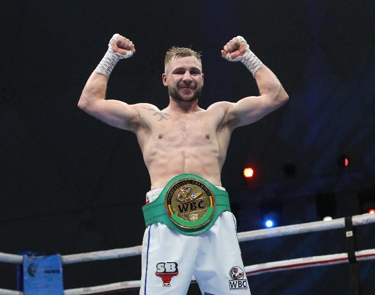 Maxi Hughes Claims Wbc International Lightweight Title
