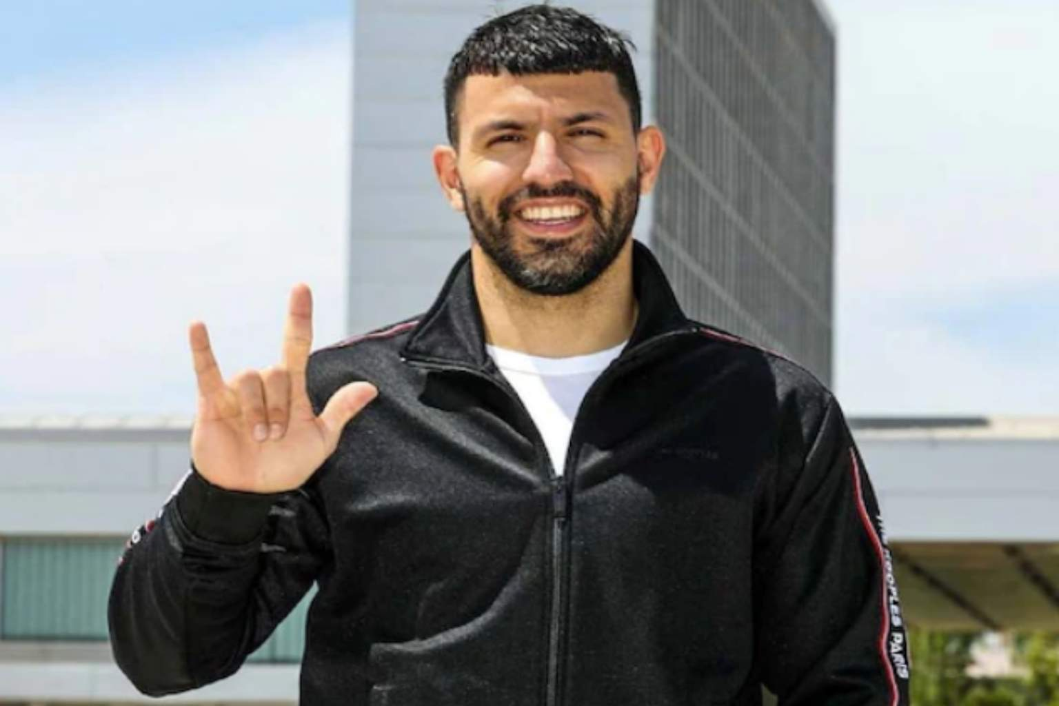 Manchester City striker Sergio Aguero signs a 2-year deal at Barcelona