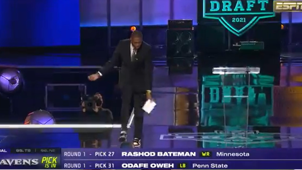 Jacoby Jones Taunts Browns Fans While Announcing Ravens 3Rd Rounnd Pick