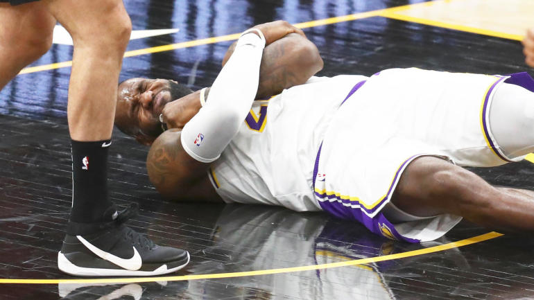 Lebron In Agony As A Scuffle Breaks Out In Suns V Lakers Game 1