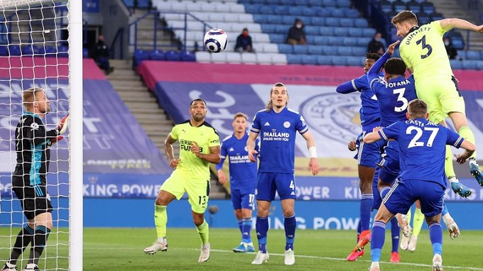 Paul Dummett puts Newcastle 0-2 vs Leicester