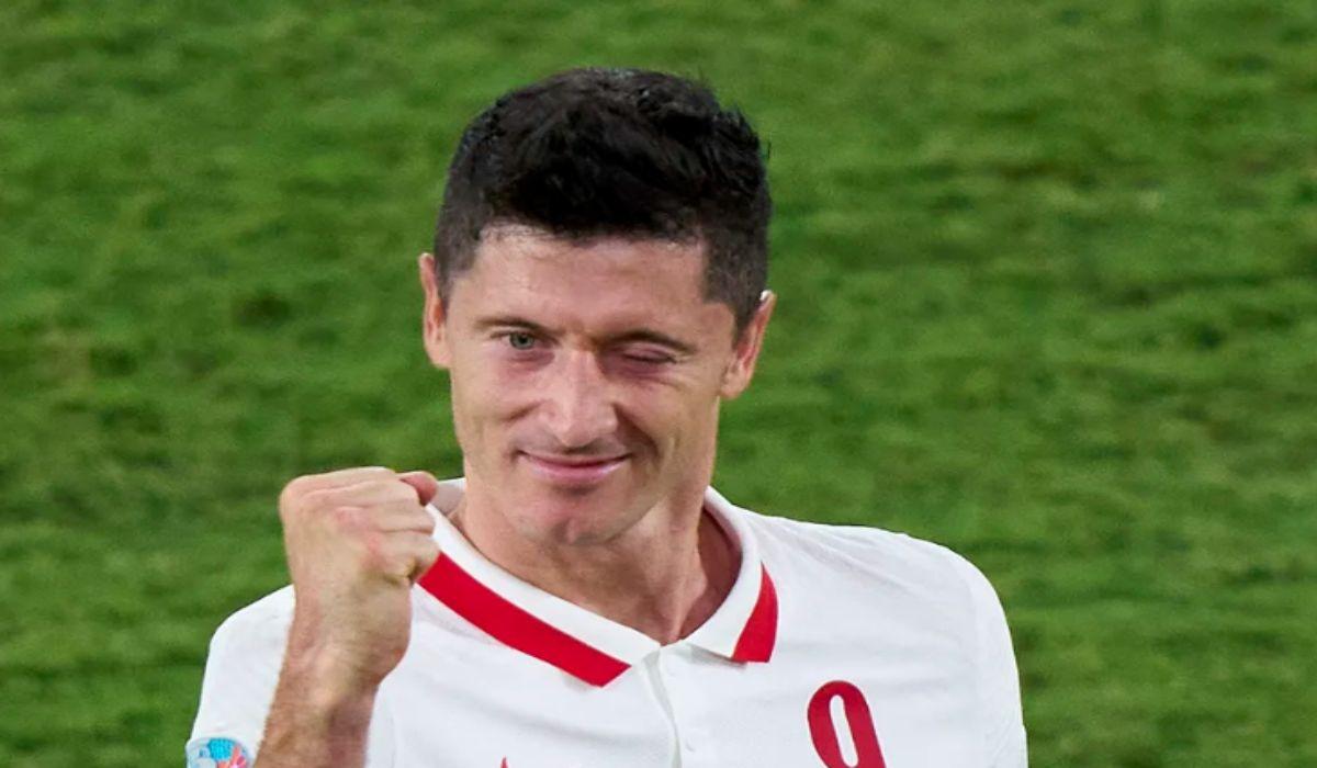 Robert Lewandowski Celebrating Scoring The Equalizer Against Spain