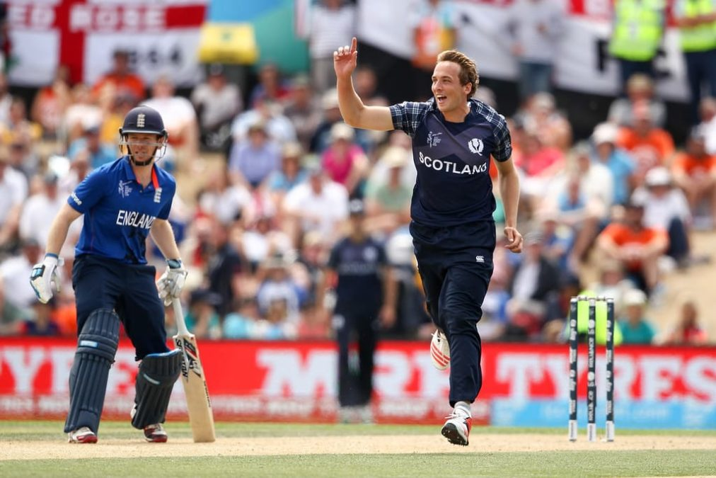 Davey Takes 4 Wickets As Scotland Top Group B